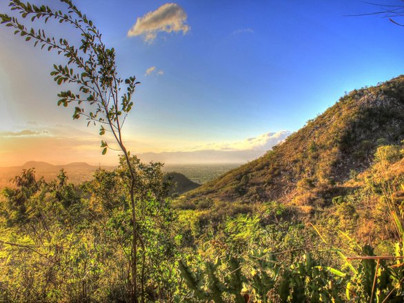 Haiti-sunset-on-mountain